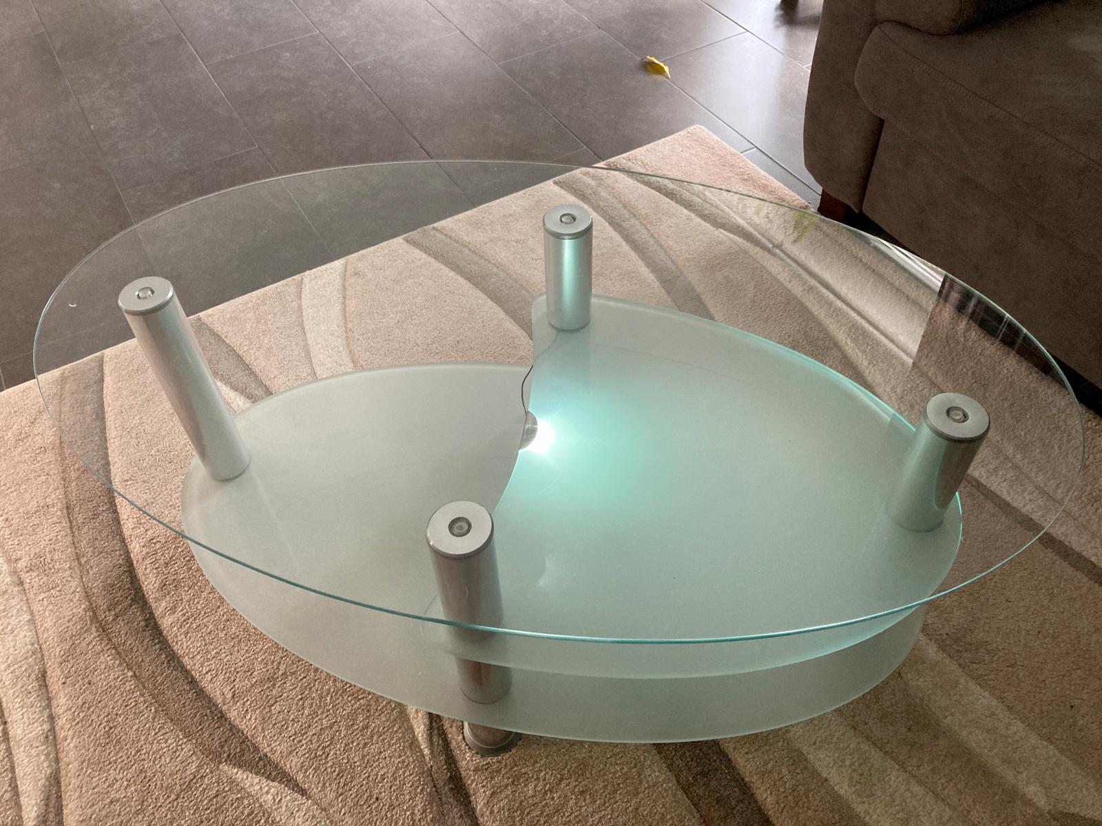Der Tisch vorher mit dürftiger Beleuchtung